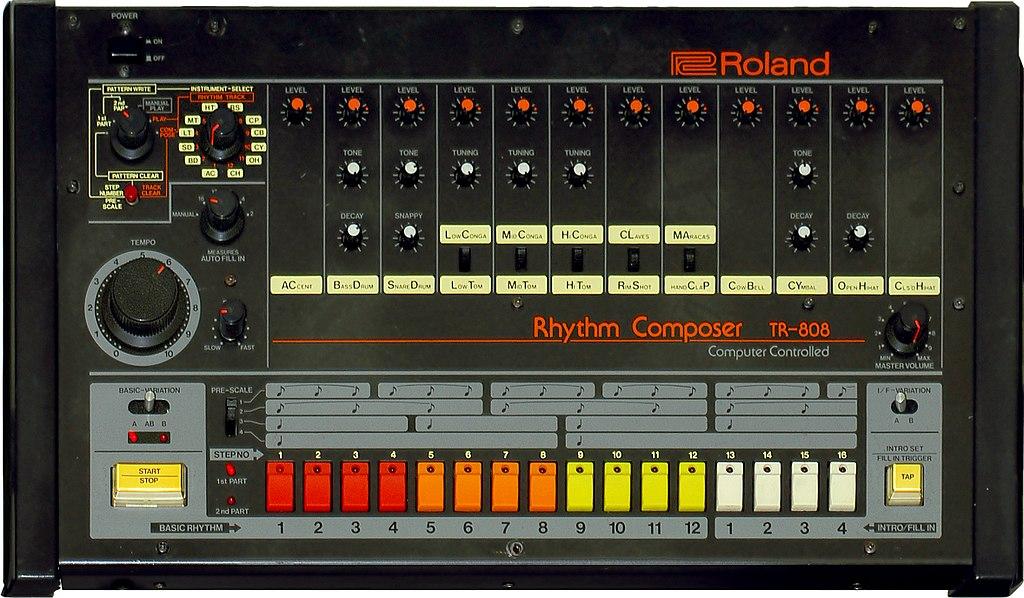 Roland 808 equipamento utilizado nas produções caseiras de Memphis RAP