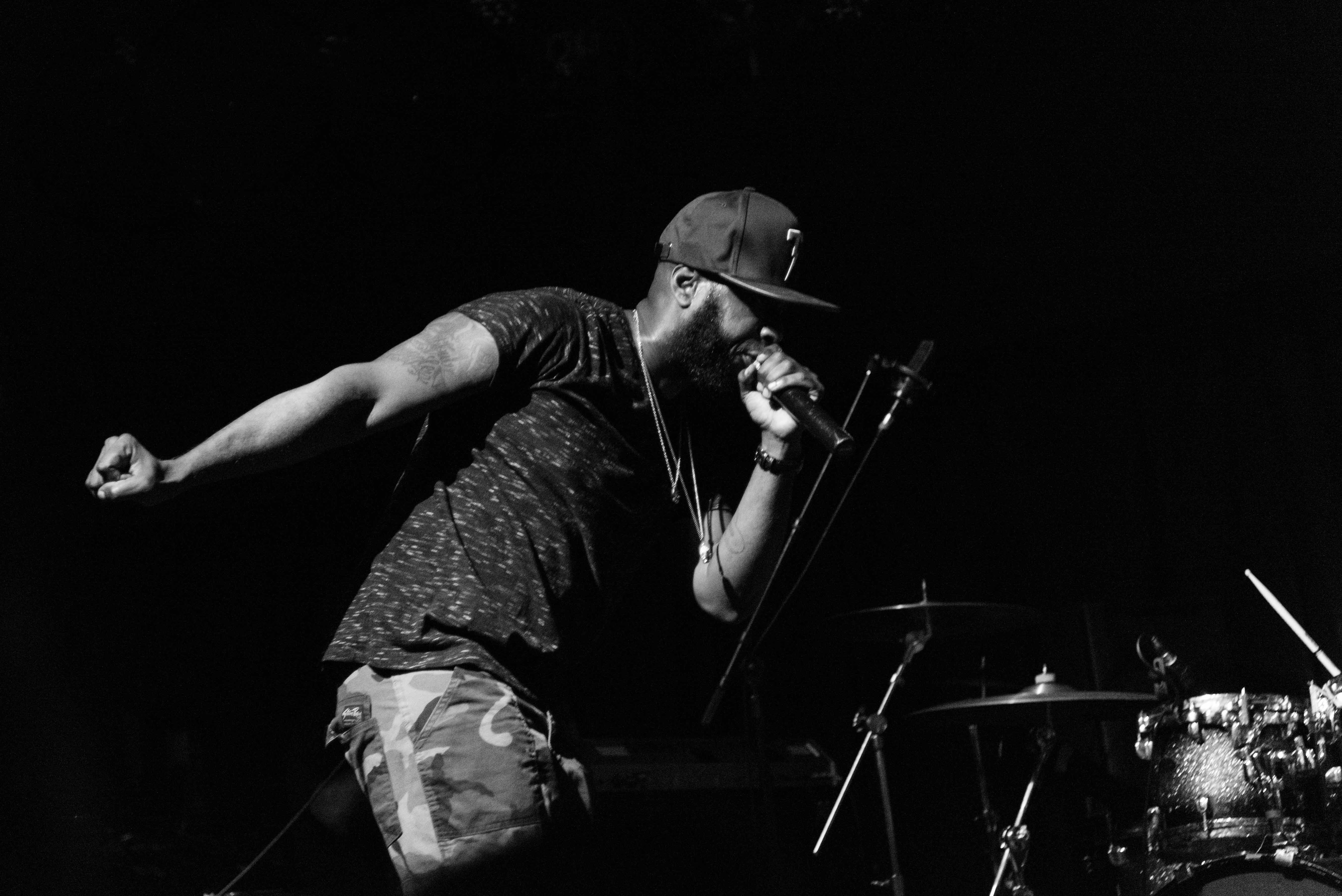 Talib Kweli, durante show no Brooklyn, em 2017. Foto: Vivian Wang