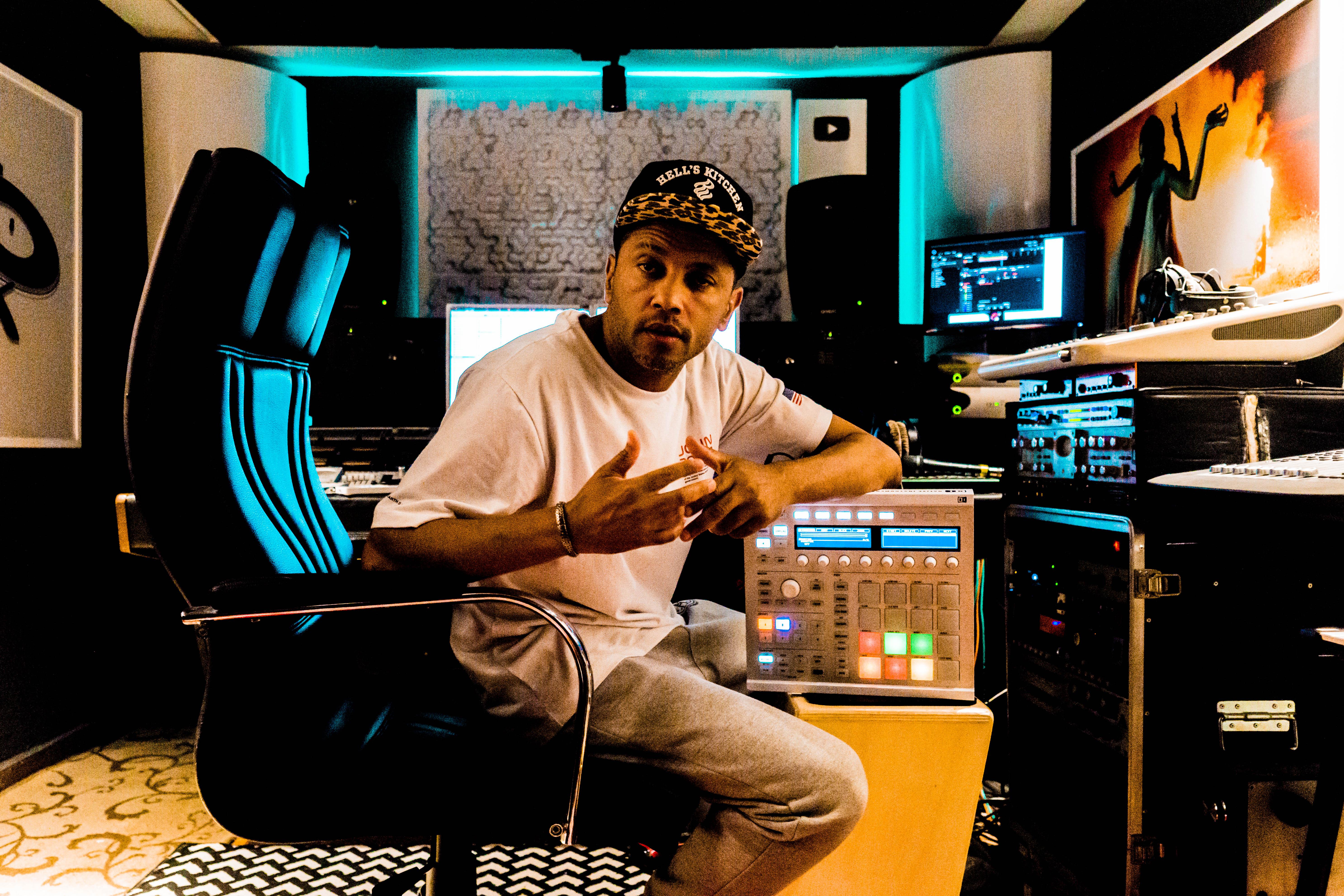 Trocamos uma ideia com o lendário DJ Cia sobre funk, carreira, e claro, muito RAP.